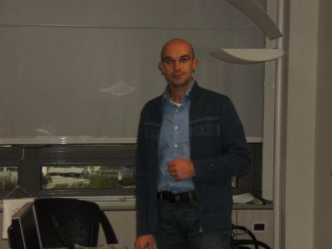 Fabrizio Sannicolò, in posa sovietica durante un momento delle lezioni