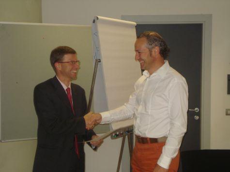 Rainer Steger e Klaus Bradlwarter, direttore della filiale di Via De Lai della Cassa Rurale di Bolzano