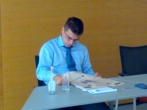 Andrea Savoldi, codocente ed estensore dei casi aziendali con Ivan Fogliata... sta leggendo il sole 24ore o la gazzetta dello sport?