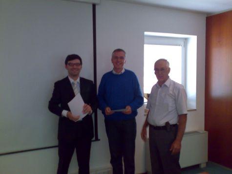Manfred Huber, direttore della banca tra il docente Ivan Fogliata ed il presidente della Cassa Rurale di Salorno, Werner Pardatscher