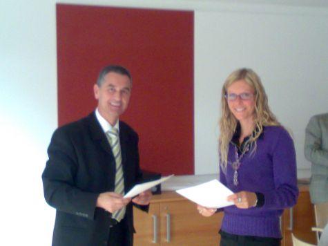 Alessandra Palmieri riceve il diploma di partecipazione