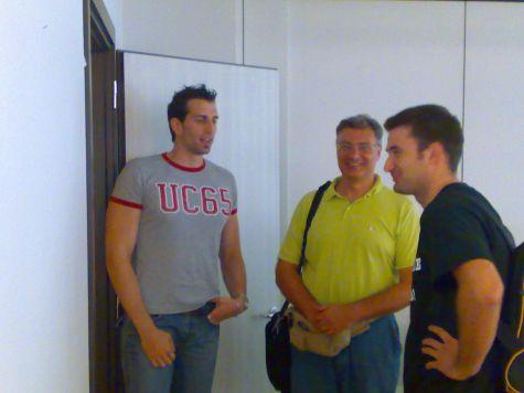 .. nel frattempo, Roberto Ambrosi, di SMG, pontifica con altri partecipanti... Vittime dell´eloquio ambrosiano Alessandro Sani e Matteo Giuliani