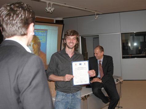 Patrick Onhewein (di spalle), Nino d´Angelo (la trasformazione), Fabrizio Pezzella, oggi sistemista presso di XSEC, a Milano, e Federico Pitone