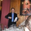 Il padrone di casa, Mirko Gandolfi, apre le danze
