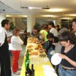 Uno scorcio del buffet. In primo piano, Veronica Falzone e Markus Lauer