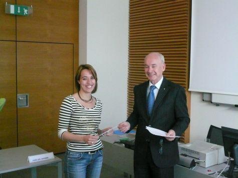 Il direttore Enrich con Bettina Larcher della Cassa Rurale di Bolzano